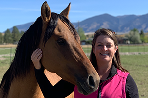 equine veterinarian Stacie Boswell with horse